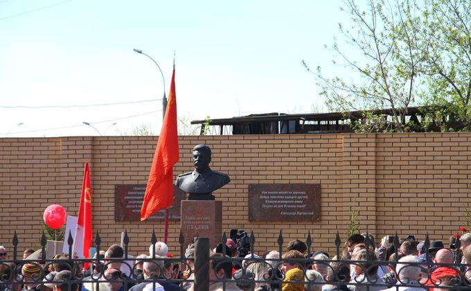 Сергей Меняйло и Андрей Травников прокомментировали установку памятника Сталину