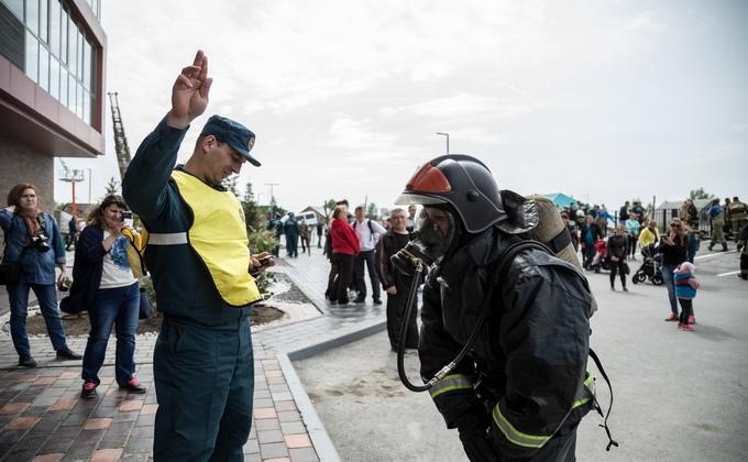 Сто пожарных наперегонки взбежали на крышу небоскреба