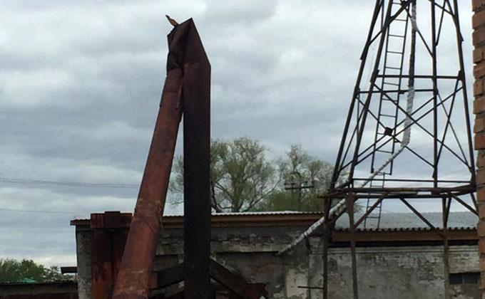 15-метровая труба согнулась пополам в школьной кочегарке Чистоозерного