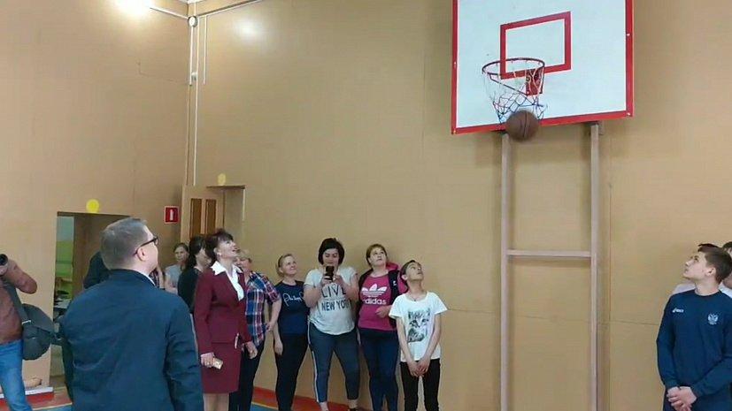Спортивный глава Челябинской области показал класс юным баскетболистам