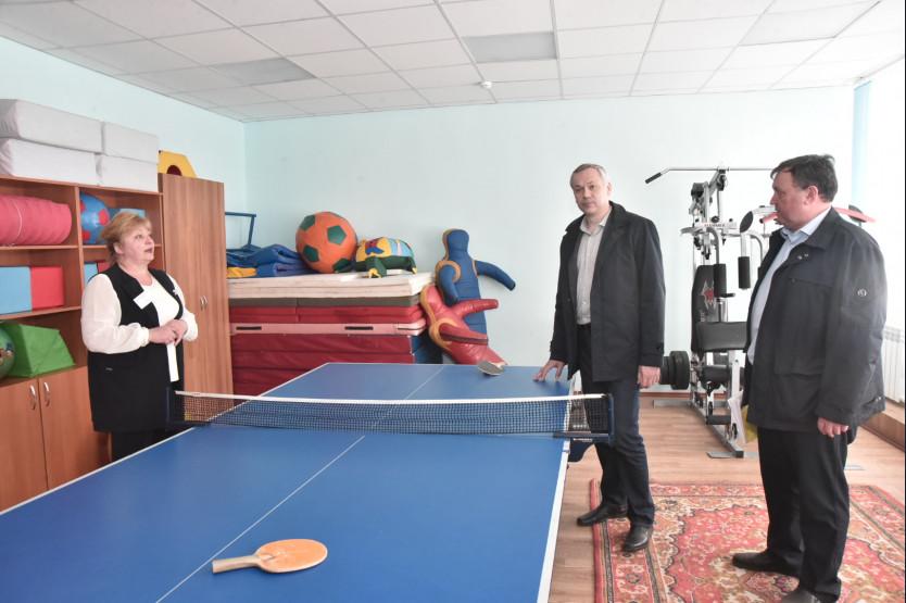 Ремонт школы и строительство котельной в Кочках проконтролировал губернатор