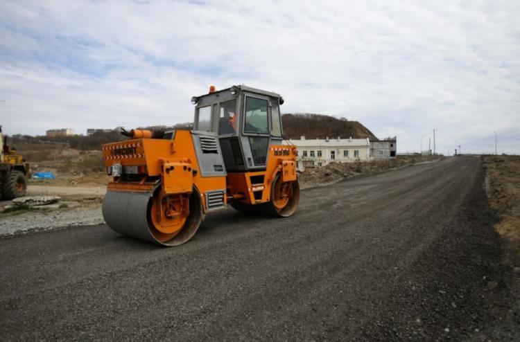 На улице Сочинской во Владивостоке ремонтируют дорогу