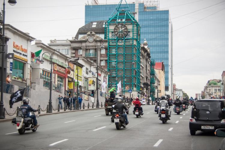 Жителей Владивостока вновь ждут сильные пробки из-за перекрытия центра