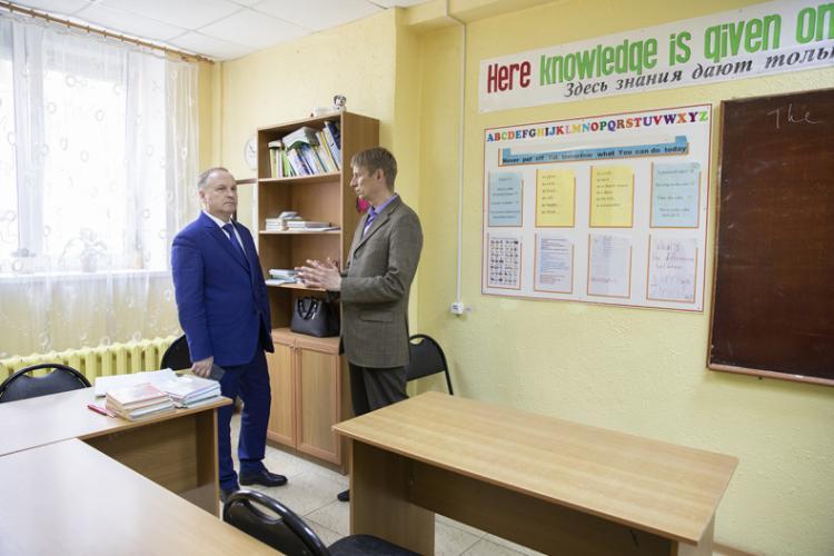 Мэр Владивостока побывал в доме культуры «Традиции и современность»