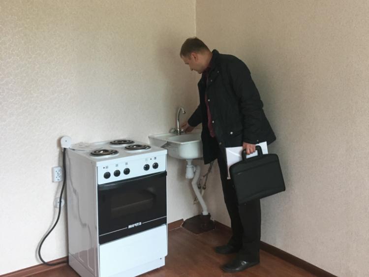 Во Владивостоке приняты первые шесть квартир для передачи их детям-сиротам