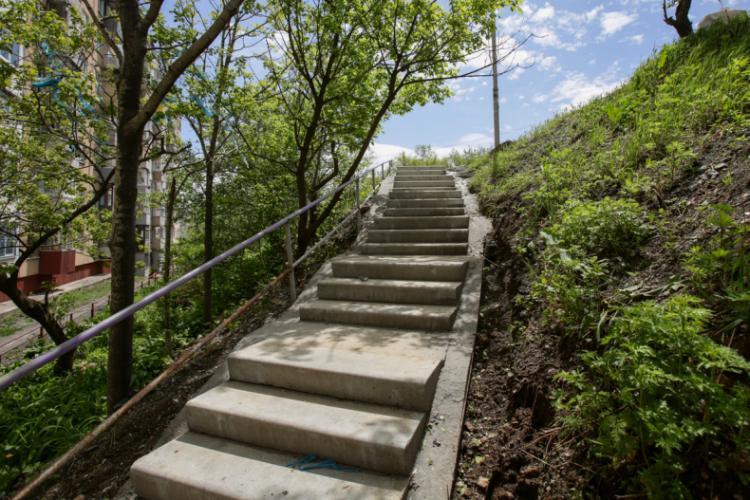 В этом году во Владивостоке появятся 38 новых лестниц