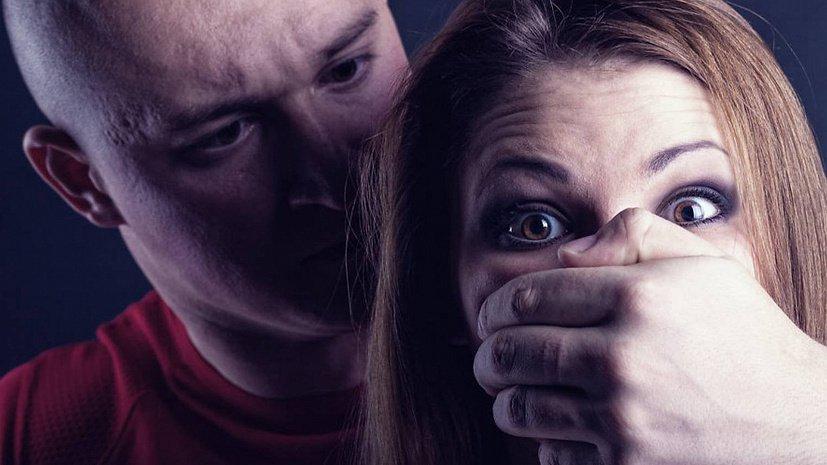 Предполагаемого насильника в яркой кофте спугнули жители Челябинска