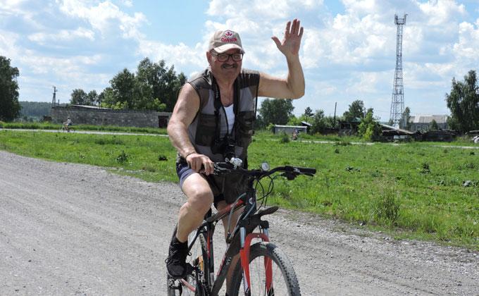 14 километров везли цветы евсинские велосипедисты