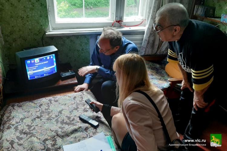 Владивостокским пенсионерам оказана помощь в настройке телевидении