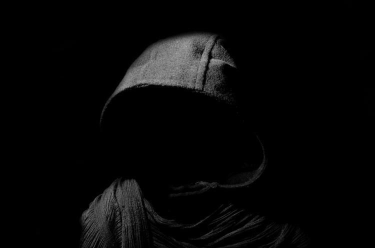 Приморец устроил слежку за пенсионерками и нападал на них