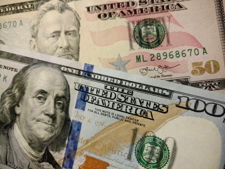 Курс доллара и евро обновят минимумы