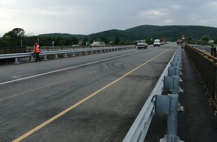 В Приморье движение на долгожданном новом мосту открыто по двум полосам