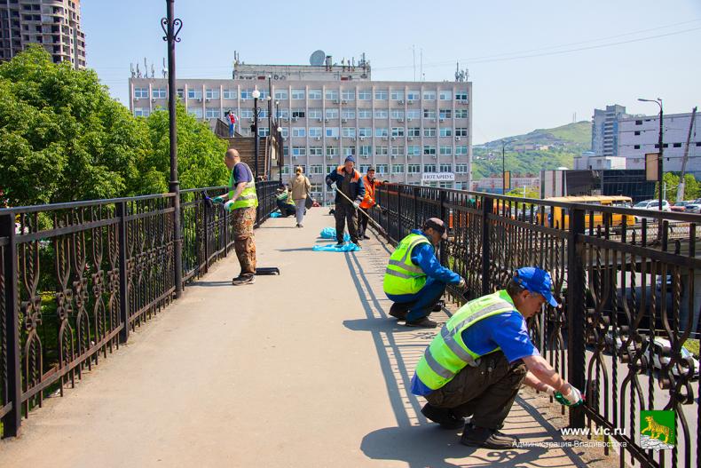 2. Переходы во Владивостоке моют и красят (5).jpg