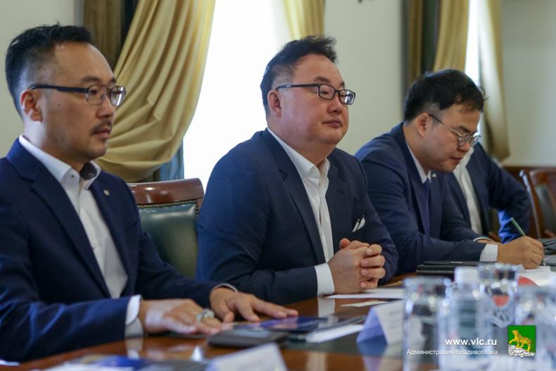 Южнокорейские предприниматели презентовали в мэрии Владивостока дорожные ограждения нового поколения  3.jpg