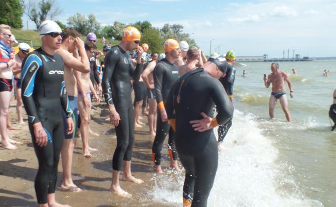 Инвалиды проплыли километр по Обскому морю