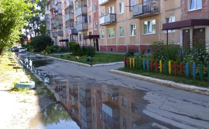 Нечистоты затопили улицы Бердска