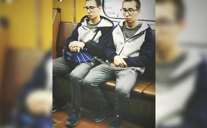 Сонные близнецы умилили пассажиров метро