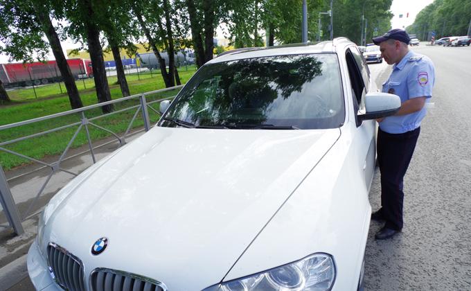 Боевые машины ГИБДД: Lada Granta против BMW