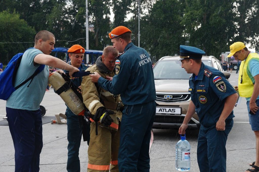 Мужчины-огонь! Экстремальные испытания прошли пожарные региона