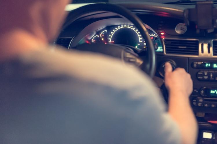 Приморец украл магнитолу из арендуемого авто, чтобы погасить долги