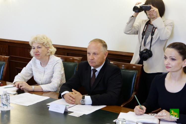 Власти Владивостока встретились с китайской делегацией