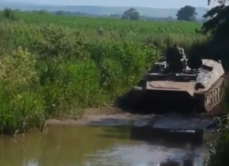 В Приморье танки «разбомбили» дорогу к селу