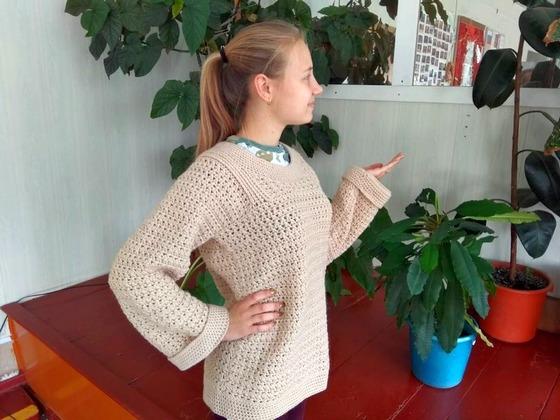 18-летняя рукодельница раздает вязаные вещи нуждающимся