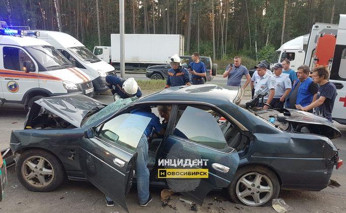 Четверо человек пострадали в ДТП на Бердском шоссе