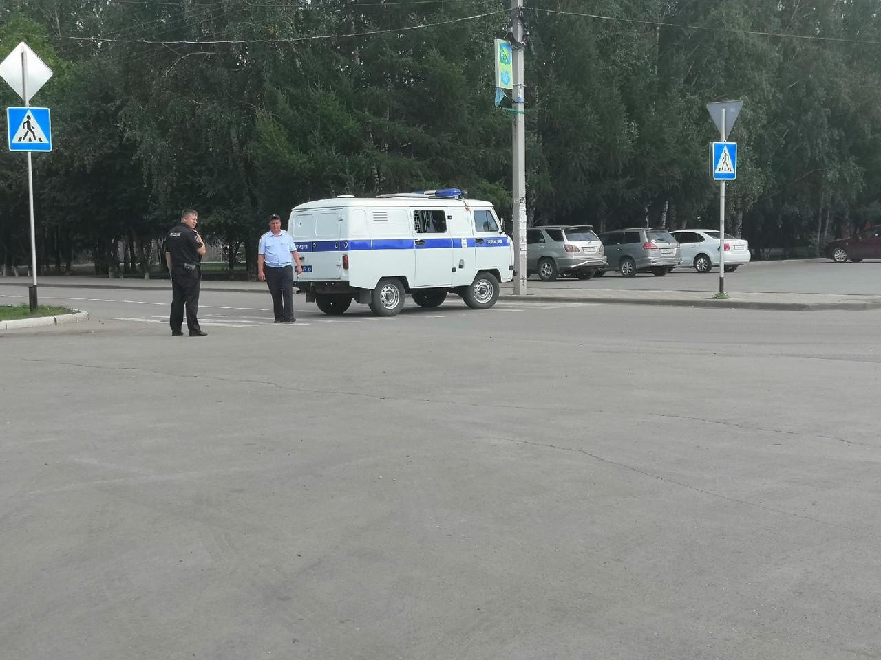 Названа причина эвакуации здания администрации в Болотном