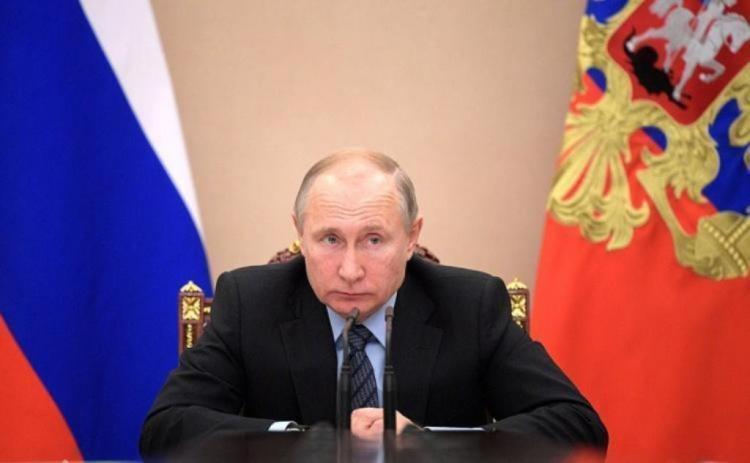 Юрист из Владивостока подал заявление на Путина за езду без шлема