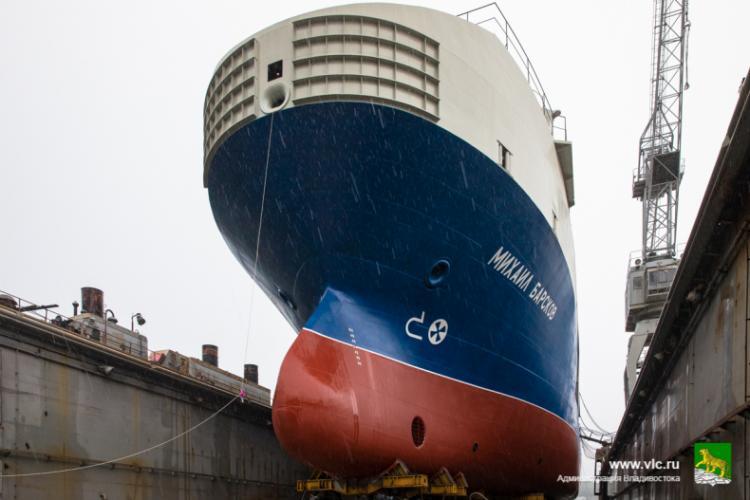 Глава Владивостока принял участие в церемонии спуска на воду малого танкера