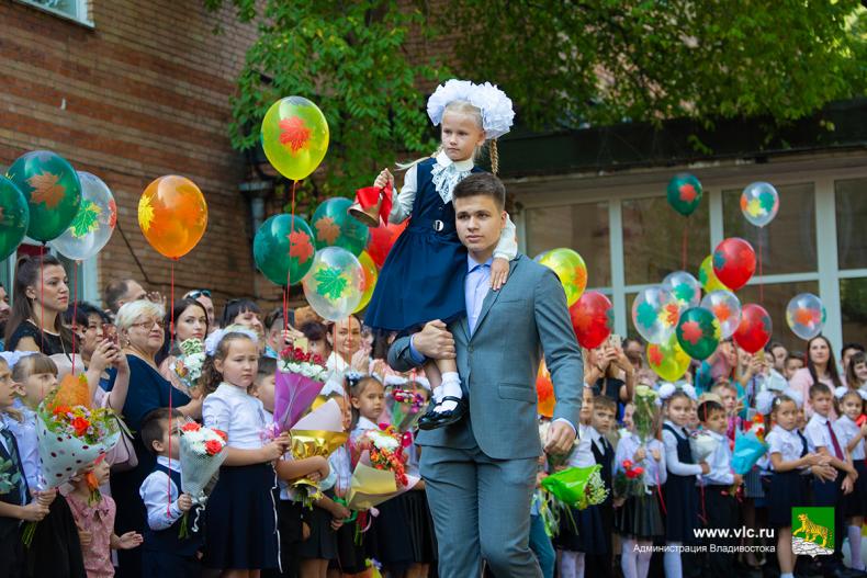 Глава города поздравил с Днём знаний  учеников 23 школы Владивостока 30 (1).jpg