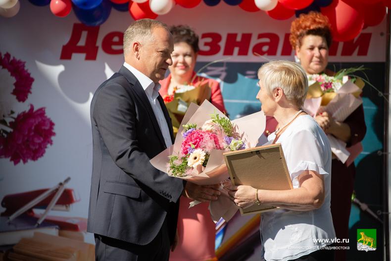 Глава города поздравил с Днём знаний  учеников 23 школы Владивостока 21 (1).jpg