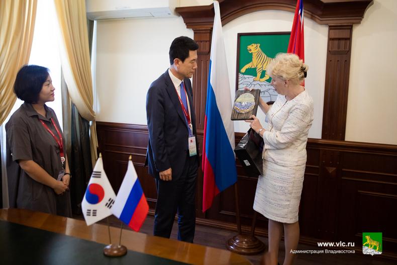 Мэр Пхохана Планируем связать Владивосток и Пхохан круизной линией уже в декабре 8.jpg