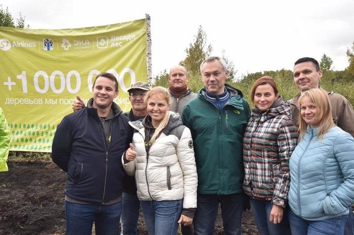 Саженцы сосны посадил губернатор в рамках благотворительного проекта