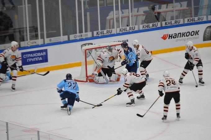 Хоккейная «Сибирь» с трудом победила в стартовом матче сезона КХЛ
