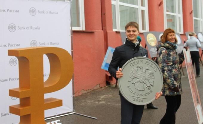 Миллиард наличкой и редчайшие монеты показали новосибирцам