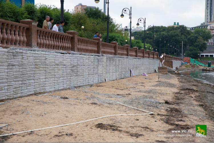 Подпорную стену начали ремонтировать на Спортивной набережной Владивостока