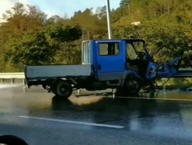 В жёстком ДТП на трассе в Приморье загорелся грузовик
