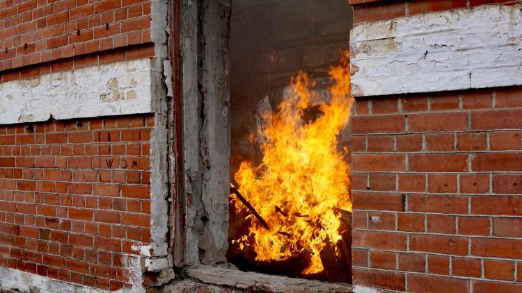 Женщина погибла на пожаре во Владивостоке