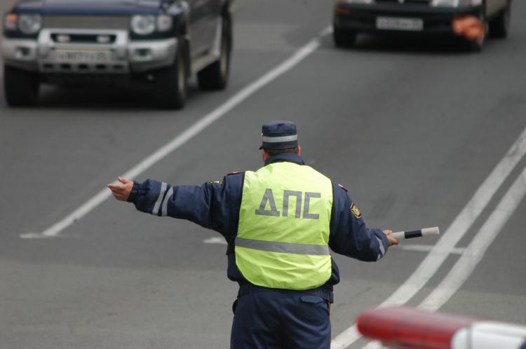 Во Владивостоке пассажира остановленной машины задержали с наркотиками