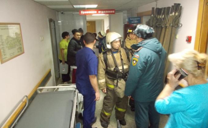 160 человек эвакуировали при пожаре в больнице Новосибирска