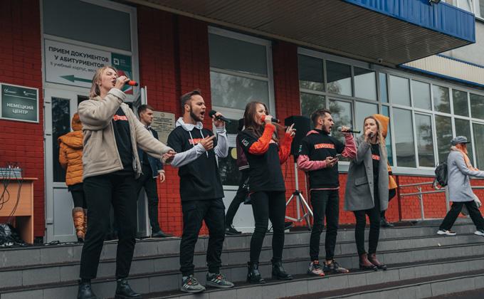 День переводчика отметили танцевальным флешмобом в НГТУ