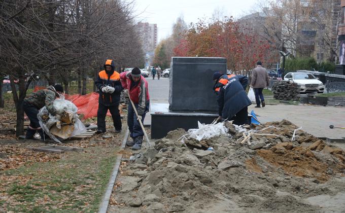 Памятник комсомольцам в центре города не понравился новосибирцам