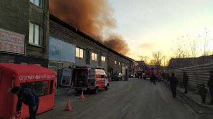 Пожар в промзоне Новосибирска: горят склады