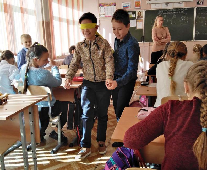 Люди с ограниченными возможностями проводят уроки доброты для школьников Владивостока.jpg