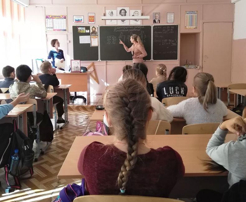 Люди с ограниченными возможностями проводят уроки доброты для школьников Владивостока 1.jpg