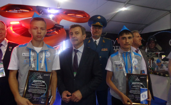 Автограф космонавта хранит авиамоделист из Барабинска