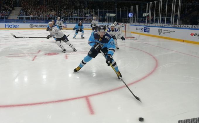 Хоккейная «Сибирь» с футбольным счетом одолела московское «Динамо»