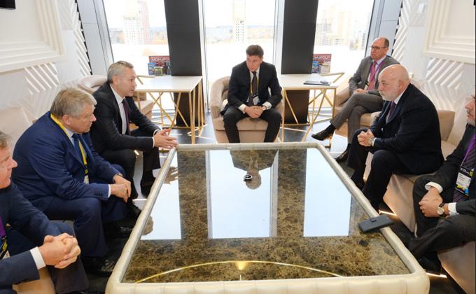 Губернатор Травников провел встречу с президентом вонда «Сколково» Вексельбергом